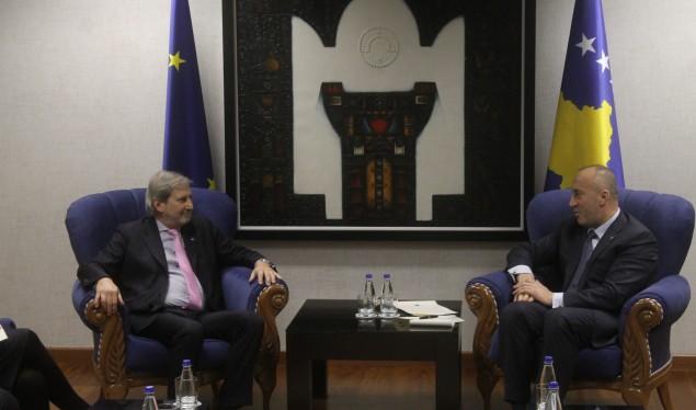 Takimi me Hahn  Haradinaj kërkon sërish heqjen e vizave