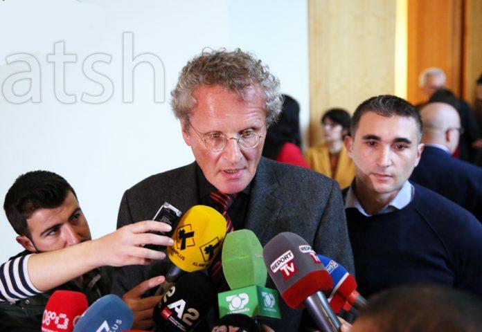 Borchardt  E paprecedentë djegia e mandateve  kundër bojkotit të zgjedhjeve