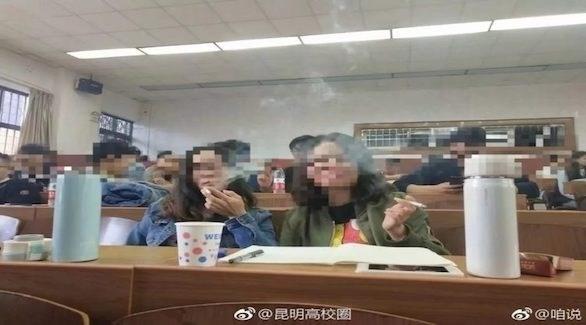 طلاب يدخنون داخل قاعة الدراسة (أوديتي سنترال)