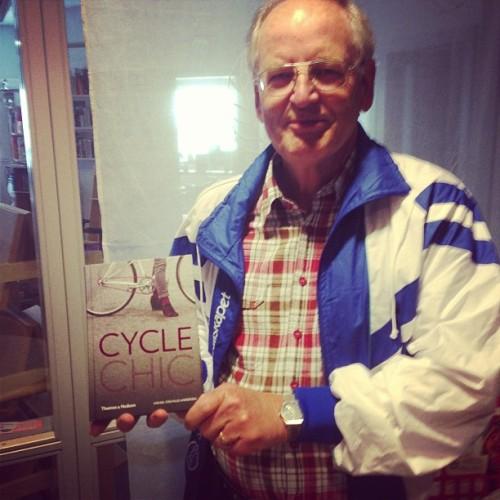 Ruotsin pyöräilyjärjestö valitsee vuosittain vuoden kirjan, tänä vuonna se oli Cycle Chic (ISBN 9780500516102), asiaa tuntevat tietävät ko. ilmiön