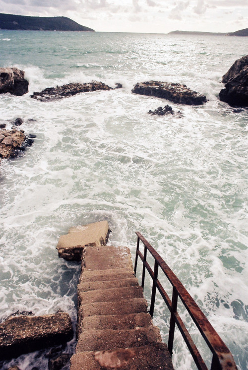 ofolodza:</p> <p>Stairway to the sea.<br /> Life is delicate.<br /> Life is full of choices.<br /> One bad choice and one<br /> can be falling into the ocean<br /> without a life jacket.<br /> Choose wisely.</p> <p>