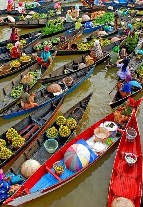 bluepueblo:</p><br /><br /><br /> <p>Floating Market, Bangkok, Thailand<br /><br /><br /><br /> photo via sabi