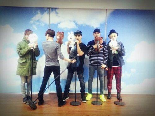 [Photo] SHINee LINE Chat update 130216 - ☆19일 컴백을 앞둔 SHINee <Dream Girl> 안무연습 현장! 라인에서 공개합니다☆ Before the comeback on 19th, SHINee <Dream Girl> dance practice! Now revealed on LINE Credit: SHINee LINE Translation Credit:onyuxccy