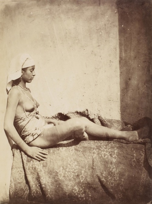les-sources-du-nil:  Rudolph Carl Huber (circle of) [Nude woman sitting on carpet with her back against a wall] Cairo, Egypt, 1875-1876 (Ken & Jenny Jacobson Orientalist Photography Collection)