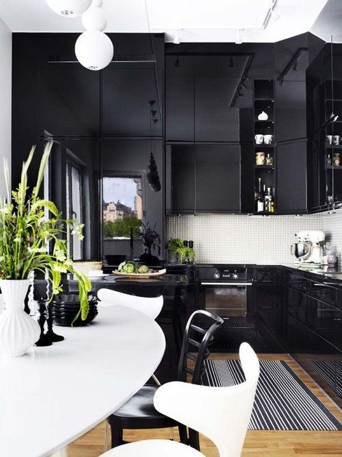 Black and White Kitchen / Interiors: Kitchen • Dining / Pinterest