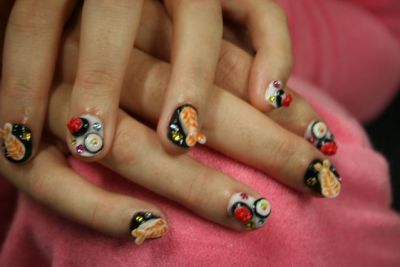 lest we forget the small details… so far it's been very difficult to type, put on stockings, pick my nose and button anything. I might as well have stubs… but I have cute sushi nail stubs!!! When I pick a theme I run with it!ha.<br /><br /><br /><br /><br /> duh.