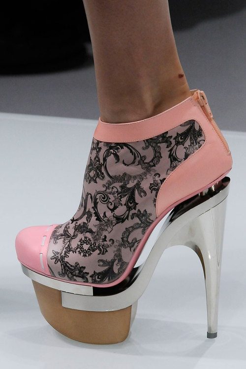 pinerosolanno:Versace SPRING 2010 READY-TO-WEAR
