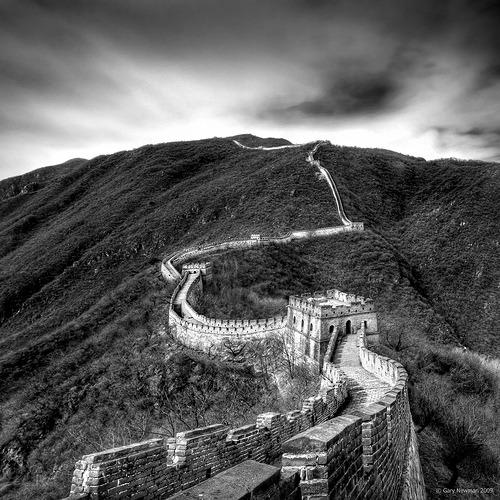 nyfishergirl:  pacifics:  black-and-white:  The Great Wall (via Gary Newman)