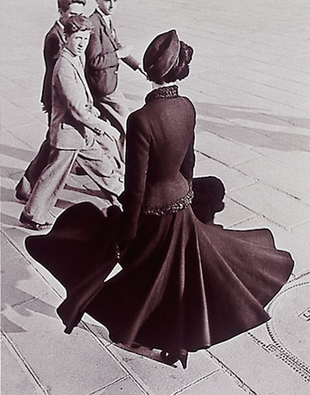 Another picture showing Christian Dior'sNew Look Photo by Richard AvedonParis, Place de la Concorde 1947