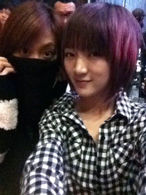 110108 Jia's Twitter  오늘 쮸쮸(joo)응원하러 왔어~~~민주 짱!!!!!!!!!!!!! I came to cheer on JjooJjoo(joo) today~~~Minjoo jjang!!!!!!!!!!!!!