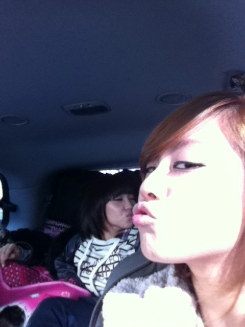 "110126 Fei's Twitter  나랑 미녀야 ""뽀뽀"" ??? 꺙 Me and Minyeo ""kiss"" ??? kkyang *Minyeo is Min's nickname because ""minyeo"" means beauty in korean and ""minyeo"" is the beginning of Min's real name ""Minyoung"""