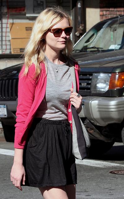 rosettes:</p> <p>Kirsten Dunst // New Candids // N/Y _ 20/09/2009 (by kikidunst_4)<br />