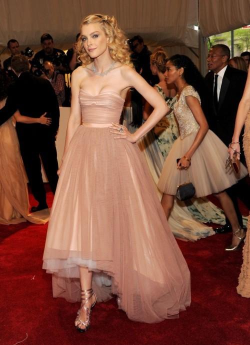 suicideblonde:</p> <p>Jessica Stam at the Met Costume Gala tonight<br />