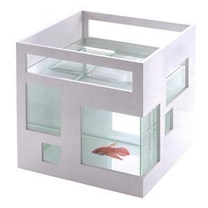 O hotel original dos peixes por Teddy Luong casa Unica @ que venceu o canadense Construa uma melhor concorrência.  e Urbano Outfitter é cópia descarada (pela forma como o original é mais barato)