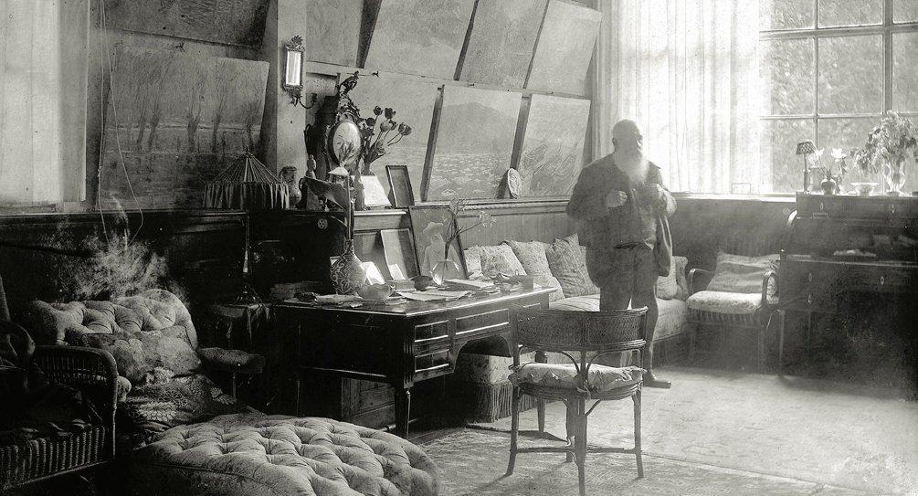 paperimages:Claude Monet in his studio