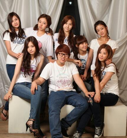 [WAGLE] DP of A Pink's Manager  Credits: hongyookyung.com
