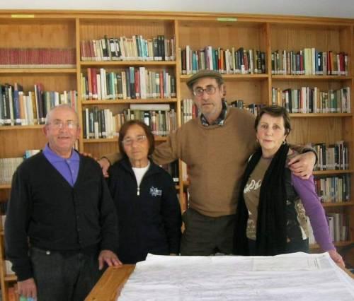 Grupo de vizinhos em defesa do não fechamento de Biblioteca!http://www.diariodeleon.es/noticias/provincia/un-grupo-de-vecinos-se-pone-frente-de-biblioteca-para-evitar-su-cierre_644915.html