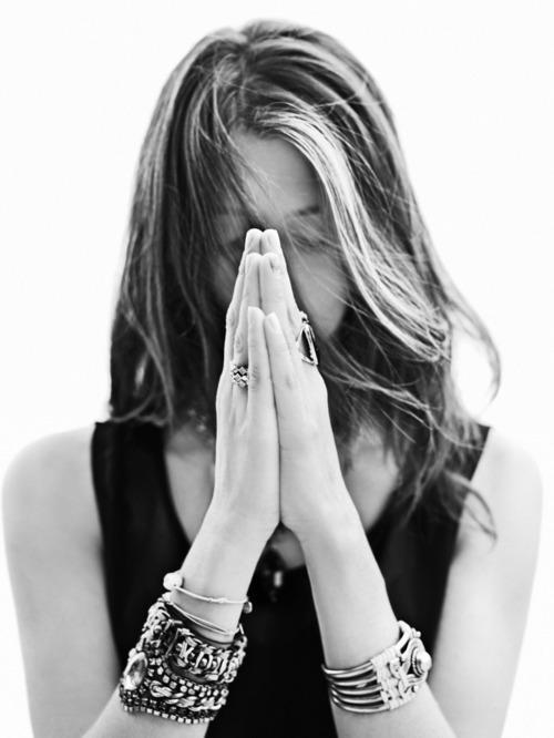 </p><br /> <p>É nas minhas orações que eu encontro o conforto que necessito. É nas minhas orações que eu tenho a força e a confiança que tanto quero. E é nas minhas orações que eu acho a paz e o amor que, verdadeiramente, Deus tem pra me dar.</p><br /> <p>