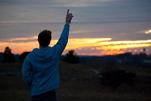 """""""O Teu Amor me sustentará… a Tua Graça me bastará… Atravessarei os desertos… Subirei as montanhas… se preciso for… pra Te seguir, Senhor."""""""