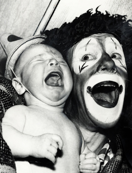 vintagegal:Baby reacts to a circus clown (1959)I have the same exact reaction. #NOCLOWNS