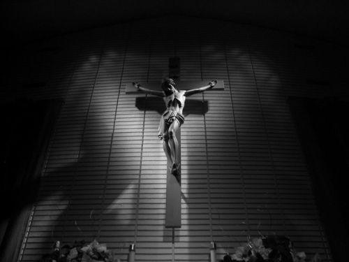 Ó Deus! Tu És o meu Deus forte, o grande El-Shaddai. Todo poderoso, Adonai. Teu nome é maravilhoso, conselheiro, Príncipe da Paz…Yeshua Hamashia, Deus Emanuel! O pastor de Israel. O guarda de Sião. A brilhante estrela da manhã. Jesus, teu nome é precioso, meu Senhor e Cristo…O nome sobre todos pelo qual existo. Jireh, o Deus da minha provisão. Shalom, o Senhor é a minha paz. Shamah, Deus presente sempre está. El-Elion, outro igual não há. Jeovah, Rafah, meu Senhor que cura toda dor. Tsidkenu Yaveh, minha justiça é. Elohim, Elohim Deus…No controle está meu Deus. Tudo governa!