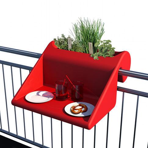 """Os fãs do pequeno espaço de vida e / ou admiradores de produtos projetados especificamente para se apreciar o design de espaço de maximização desta """"mesa varanda."""" (Via Cosmoligne.com)"""