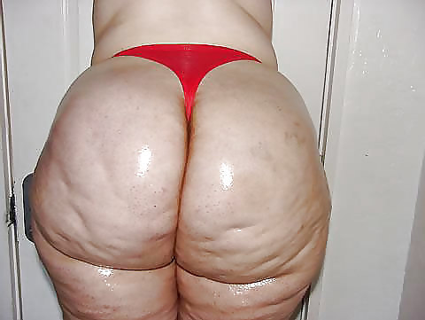 moms dimpled asses