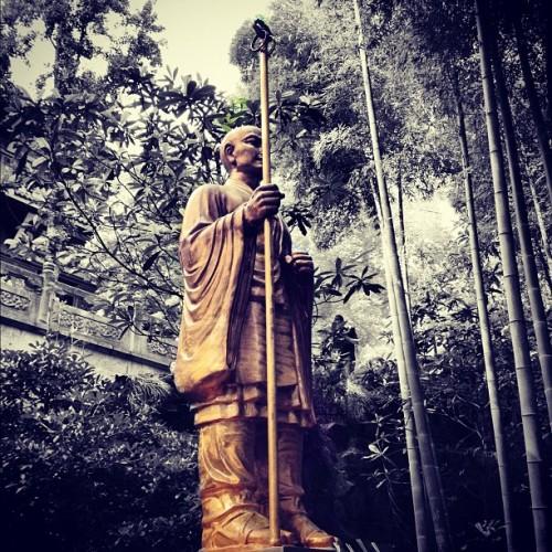 灵隐寺·僧像与竹林