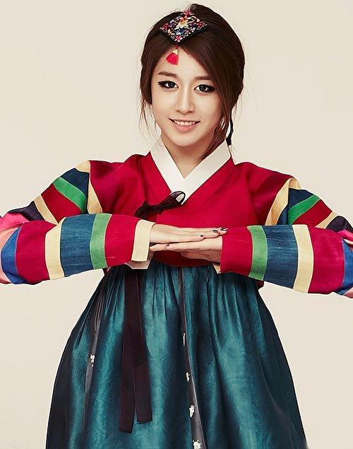 fifirosharia:  Jiyeon with Hanbook