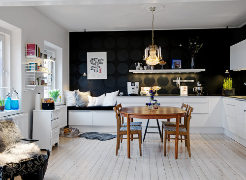 Source: Alvhem Makleri<br /><br /><br /><br /> Awesome black and white kitchen! Contemporary and eclectic. Loving the black wall!