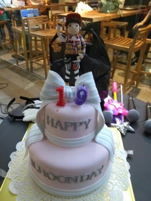 [PIC] 121004 Ilhoon's Birthday Cake at Cube Cafe