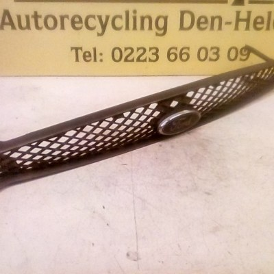 98AB8200C Grill Ford Focus 1 2002