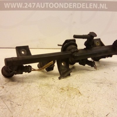 7700868573 D Injectorrail Renault Clio 2 1.6 8V 1999