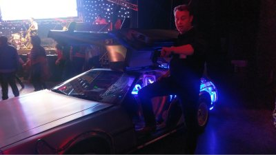 Bedrijfsfeest organiseren, thema Back to the Future