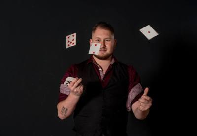 Goochelaar huren voor bedrijfsfeest - Tim Horsting - Kaarttrucs