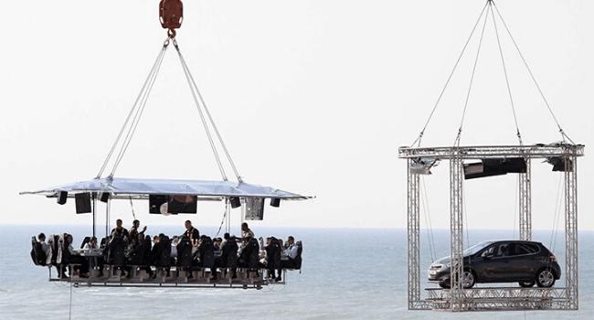 Bedrijfsuitje Amsterdam, Utrecht, Den Haag, Rotterdam - Autopresentatie met extra platform