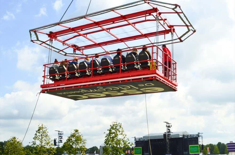 Evenement in de lucht Sky Watch platform kijken met een groep mensen over de stad