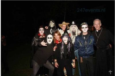 Halloween feest organiseren, groepsfoto 1