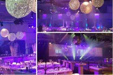 Kerstfeest zakelijk evenement personeelsfeest verlichte plafond luchtdecoratie en versiering huren organiseren afbeelding 1