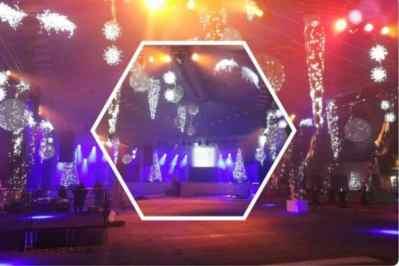Kerstfeest zakelijk evenement personeelsfeest verlichte plafond luchtdecoratie en versiering huren organiseren afbeelding 9