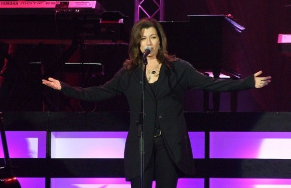 AMY GRANT & MICHAEL SMITH ANNOUNCE CHRISTMAS TOUR