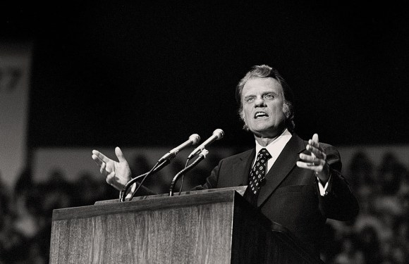 (News) : Spotify Pays Tribute to Billy Graham with Playlist, Rev. Billy Graham