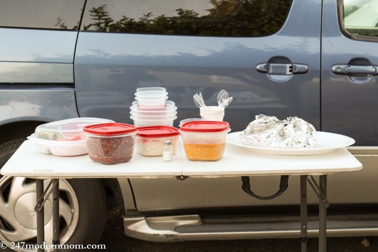 rubbermaid tailgate party with containers and snap on lids