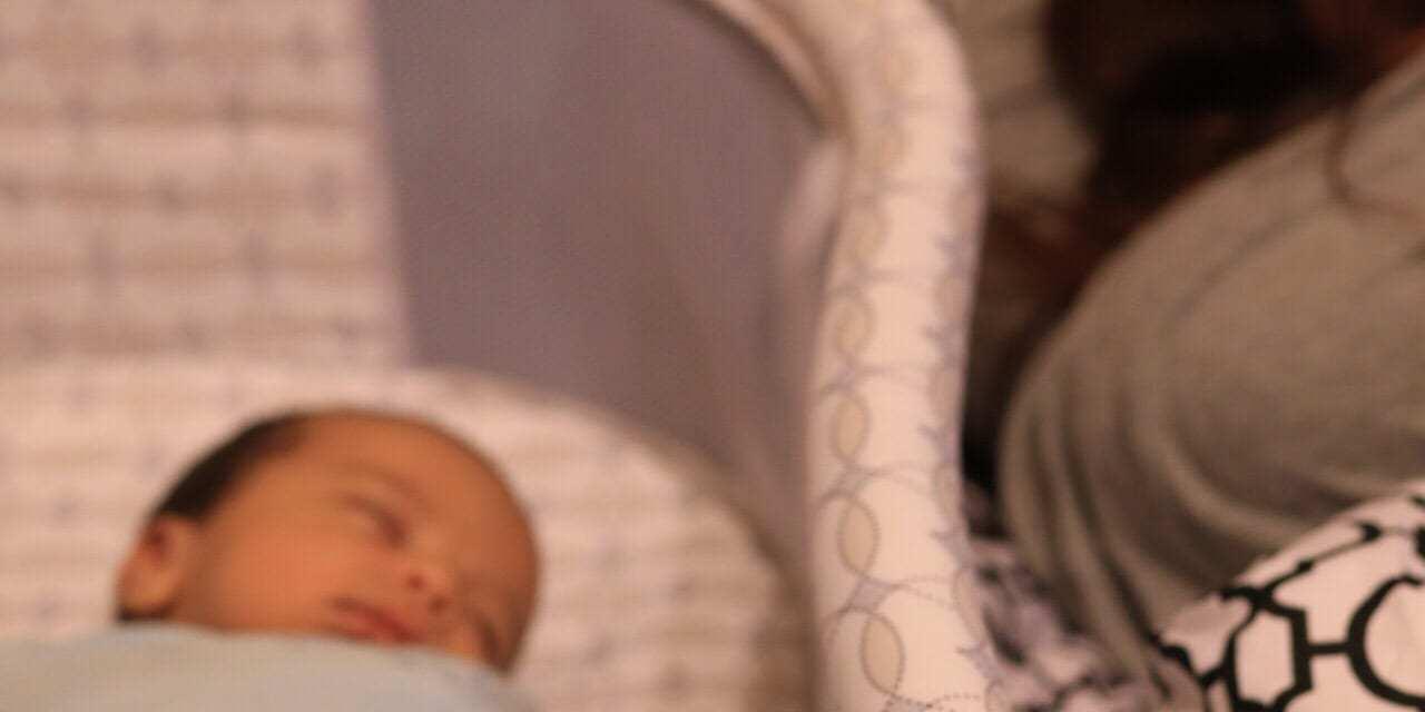 Bedside Bassinet Makes Nighttime Easier for Parents