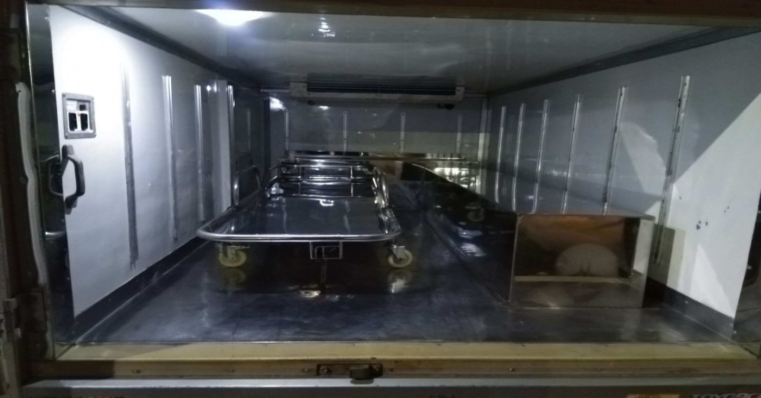 Ambulance-service-in-Dhaka-freezer-inside-part