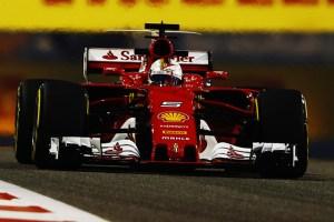 F1, Bahrain 2017: Victoria lui Vettel, decisa de penalizarea lui Hamilton