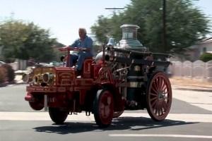 VIDEO: Jay Leno, la volanul camionului sau de pompieri, model 1911, prin  Los Angeles