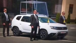 Dacia Duster, papamobil pe perioada vizitei Suveranului Pontif in Romania