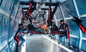 Mecanicii de la Red Bull au realizat primul pit stop la 10.000 m altitudine, in conditii de gravitatie zero
