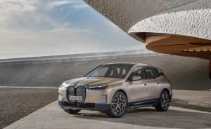 BMW a dezvăluit iX, noul său SUV electric de dimensiuni mari